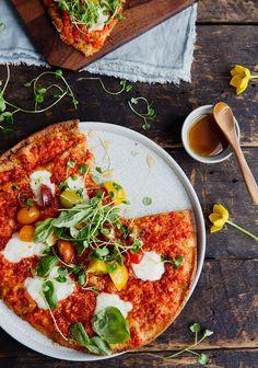 Pizzas sur pitas & sauce aux poivrons et au chorizo