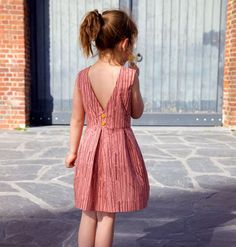 The Judith dress is a free PDF dress pattern download with a special bow and open back. A pleated skirt makes this dress the perfect party outfit. Enjoy this girly pattern!