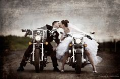 Biker couple showing their love. Motorcycle Wedding Pictures, Wedding Pics, Our Wedding, Dream Wedding, Bike Wedding, Biker Wedding Dress, Biker Love, Biker Girl, Biker Chick