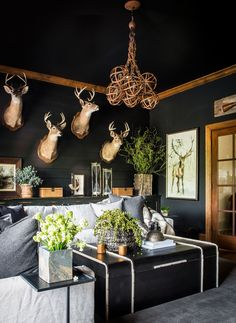 Hunting Decor for Living Room Sean anderson Design I Like This A sort Of Modern Moody My Living Room, Living Room Decor, Decor Room, Hunting Lodge Decor, Hunting Lodge Interiors, Hunting Decorations, Trophy Hunting, Deer Head Decor, Deer Mount Decor