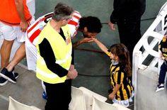 Η ΦΩΤΟΓΡΑΦΙΑ ΤΟΥ ΤΕΛΙΚΟΥ: Συγκλόνισε ο Ντομίνγκες με την κίνησή του! - Contra.gr - Live Sports Magazine