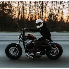 "tikitodd: ""Thanks for sharing @mattkennelly it looks like you're having some february fun!  @jkennely #customerspotlight #lowbrowlife #lowbrowcustoms by lowbrowcustoms http://ift.tt/1vzqndL """