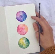 Want to learn this technique of melding colors together like this Easy watercolor paintings, watercolor textures, aqwarelle ideas, watercolour inspiration, tutorials that i love and inspiration Watercolor Paintings Nature, Watercolour Drawings, Watercolor Circles, Watercolor Art Diy, Sketch Painting, Watercolor Sketch, Rose Watercolour, Watercolors, Painting Art