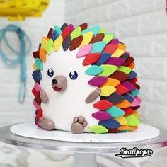 Hedgehog Cake – na ideia do bolo de gato, isto pode ser uma boa alternativa ao s… Hedgehog Cake – In the cat cake idea, this can be a good alternative to shaggy cake. Crazy Cakes, Fancy Cakes, Pretty Cakes, Cute Cakes, Fondant Cakes, Cupcake Cakes, Dog Cakes, Fondant Bow, Fondant Tutorial