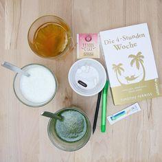 """So ich liege nun mit den Dingen  im garten und Fülle meine Energie wieder auf da ich die letzten Tage/Wochen 200% gegeben habe  Es gibt:  Musclegreens von @theproteinworks_deutschland gemischt mit dem Greens-Mix von """"Vegavital"""" BCAAs Kiwi von @ironmaxx_nutrition mit Kreatin Lemoncake-Tee von @teekanne_de Omega3 (@fit_miri) D3 B12 MSM Vitamin C (Vegavital) Magnesium Die 4 Stunden Woche von #timferriss -> warum nehme ich so viele Nahrungsergänzungsmittel ein Prävention! Der Körper hat durch…"""