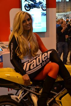 photo Pit Girls, Gorgeous Blonde, Ducati, Tights, Jeans, Car, Sexy, Navy Tights, Automobile