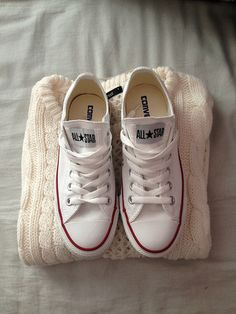 White converse sneakers | Blog / Hunter & Found