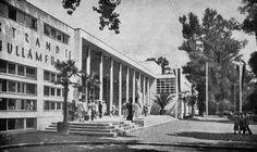 Budapest, Palatinus Strand, 1937. / Janáky István Old Pictures, Old Photos, Vintage Photos, Bauhaus, Thermal Baths, Art Nouveau, Art Deco, Budapest Hungary, Modernism