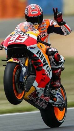 """If it's """"V"""" , must be Tom Marc Marquez, Motorcycle Racers, Racing Motorcycles, Street Motorcycles, Valentino Rossi, F1 Posters, Gp Moto, Honda Cbr 1000rr, Bike Photoshoot"""