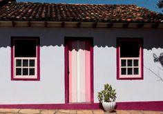Cidade do interior com sua casas lindas  e coloridas. Vai Diminuindo a cidade, vai aumentando a simpatia...