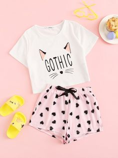 To find out about the Girls Letter & Cartoon Tee & Heart Print Shorts Set at SHEIN, part of our latest Girls Loungewear ready to shop online today! Cute Lazy Outfits, Outfits For Teens, Girl Outfits, Cute Pajama Sets, Cute Pajamas, Pajamas For Girls, Pajama Outfits, Crop Top Outfits, Cute Fashion
