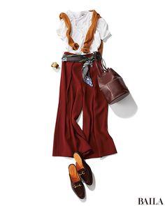 今年の秋冬の注目カラーと言えば、やっぱりブラウン。赤みがかった新鮮ブラウンのワイドパンツなら、今の時期からヘビロテできます。定番の白Tと合わせるだけで、一気に秋らしいムードに。肩掛けしたカーデやバッグ、シューズなども、ブラウンでまとめれるとすっきり着こなせます。スタイルアップ&女・・・