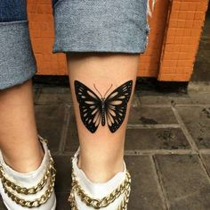 Butterfly tattoo models and meanings, symbol of a new beginning, grace and naivety. Vintage Butterfly Tattoo, Butterfly Tattoo Cover Up, Butterfly Tattoo On Shoulder, Butterfly Tattoos For Women, Butterfly Tattoo Designs, Tattoo Designs For Women, Lower Leg Tattoos, Small Tattoos, Tattoos For Guys