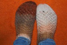 woof&stitch -käsillä tekevän blogi: Lyhyet sukat Handicraft, Slippers, Shoes, Fashion, Craft, Moda, Zapatos, Shoes Outlet, Fashion Styles