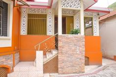 Colonial Guest House Saint Elizabeth Colonial Guest House is located in Saint Ann's, Port-of-Spain, Trinidad and Tobago.  All units feature a flat-screen TV with cable channels. Some units include a dining area and/or patio.