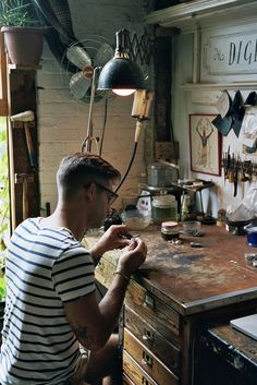 I like the general atmosphere of this picture the studio of Aaron Ruff (Digby & Iona) by Brian Ferry Dream Studio, Home Studio, Studio Spaces, Studio Art, Workshop Studio, Leather Workshop, Workspace Inspiration, Design Inspiration, Working Area