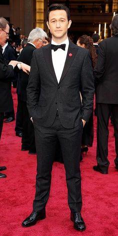 Joseph Gordon Levitt... that man can wear a suit!