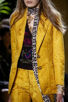 Roberto Cavalli Fall 2016 Ready-to-Wear Accessories Photos - Vogue Classic Outfits, Chic Outfits, Blazer Outfits, Blazer Dress, Roberto Cavalli, Runway Fashion, Fashion Show, Thrift Fashion, Vogue Paris