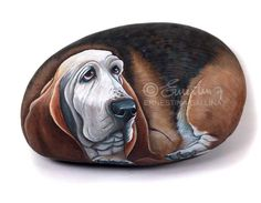 Bloodhound dog, hand painted stone by Ernestina Gallina, Pietrevive. https://www.facebook.com/pietrevive.ernestina
