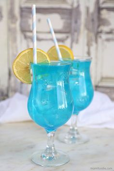 The Blue Lagoon cocktail is and easy blue drink featuring vodka, blue curaçao and lemonade. The lovely blue color of the cocktail looks fun and exotic, but it really is very simple drink to make at blue drink Acholic Drinks, Party Drinks Alcohol, Blue Drinks, Alcohol Drink Recipes, Summer Drinks, Pool Drinks, Holiday Drinks, Mixed Drinks, Beverages