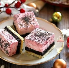 Meggyhabos mákos linzer Hungarian Desserts, Romanian Desserts, Hungarian Recipes, Cookie Recipes, Dessert Recipes, Cake Bars, Love Food, Sweet Recipes, Sweet Treats