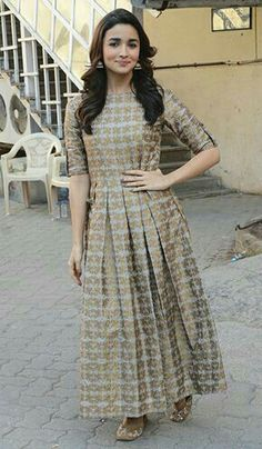 Dress Indian Style, Indian Outfits, Stylish Dresses, Simple Dresses, Fashion Dresses, Maxi Dresses, Bridesmaid Dresses, Diwali Outfits, Casual Frocks