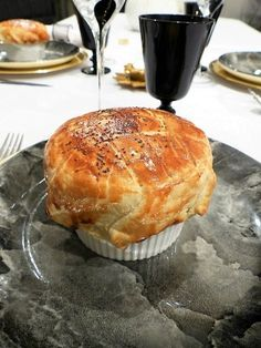 Cassolette of the sea in puff pastry crust – Philandcocuisine Seafood Recipes, Gourmet Recipes, Chicken Recipes, Buffet, Finger Food Appetizers, Healthy Crockpot Recipes, Dessert, Thanksgiving Recipes, Cooking Time