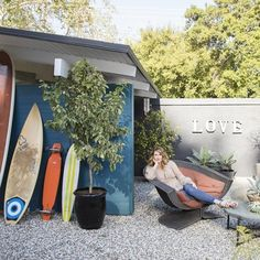 Laura Dern's Rustic Los Angeles Home Is A Film Buff's Dream | Architectural Digest