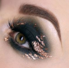 Midnight golden smokey eye makeup look > edgy