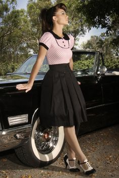 The adorable new 'Zou Bisous Bisous' Jersey Top in a stretchy Jersey fabric is just divine! The Pink Polka Dot design is accompanied by gorgeous Black Ruffle detailing, with contrasting sleeve and collar. Rockabilly Hair, Rockabilly Fashion, Retro Fashion, Vintage Fashion, Rockabilly Style, Rockabilly Rebel, Classic Fashion, Pin Up Outfits, Retro Outfits