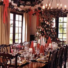 Like the idea of a tree in the dining room