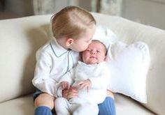První fotografie prince Louise! Porovnejte hosesourozenci! - Proženy