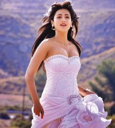 Shruti Hassan Latest Hot Stills from Ramayya Vastavayya Movie - Hot Blog Photos