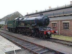 "GWR 4073 Class No 4079 ""Pendennis Castle"" he GWR lent the locomotive t Electric Locomotive, Steam Locomotive, Train Car, Train Travel, Heritage Railway, Old Steam Train, Flying Scotsman, Rail Transport, Steam Railway"