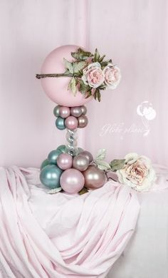 One of the biggest trends we've seen this year is incorporating balloons into your wedding design. Balloon Stands, Balloon Display, Balloon Gift, Balloon Garland, Balloon Arrangements, Balloon Centerpieces, Balloon Decorations Party, Birthday Decorations, Balloon Ideas
