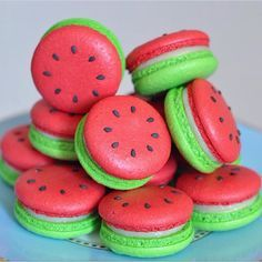 watermelon macarons yum prob won't be able to make but still cool huh omg omg omg Cute Food, Yummy Food, Delicious Donuts, Comida Diy, Kreative Desserts, Cute Baking, Macaron Cookies, Cream Cookies, Meringue Cookies