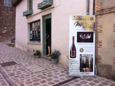 CAVE DE CHAMPAGNE MARCOULT. Le Champagne Michel Marcoult Père et Fils vous accueille dans sa propriété pour une dégustation commentée de plusieurs cuvées.  Lors de la visite de cave, ces vignerons vous présenteront le travail du vin, des pressoirs à la cave.