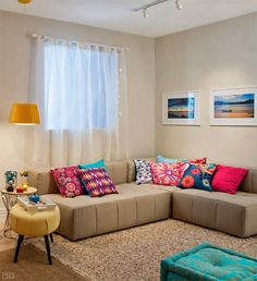 Having small living room can be one of all your problem about decoration home. To solve that, you will create the illusion of a larger space and painting your small living room with bright colors c… Small Living Rooms, Small Living Room, Home Decor, House Interior, Apartment Decor, Home Deco, Room Decor, Home Interior Design, Living Decor