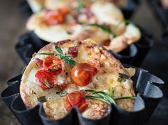 Do It Yourself: Cracker mit Tomberry-Tomaten zubereiten. DIY-Anleitung via DaWanda.com