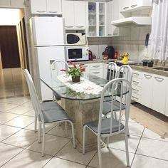 Cozinha dorme limpa e organizada  . Agora vou estender as roupas brancas banho e cama  . Boa noite e bom descanso  . . . #decasalimpa #boanoite #kitchen #donadecasa #lar #vidareal #vidadedonadecasa #cozinha #casaorganizada #home #casalimpa #casa