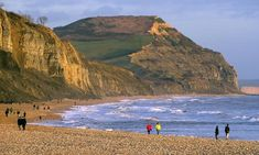 Man with broken leg crawls for almost three hours along Dorset coast British Seaside, British Isles, Dorset Beaches, Dorset Holiday, Dorset Coast, Seaside Holidays, Jurassic Coast, Family Days Out, Romantic Cottage