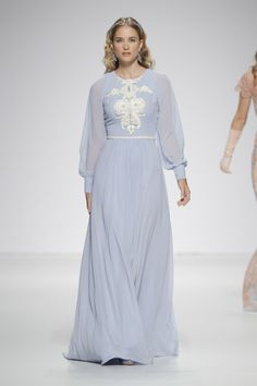 Isabel Zapardiez 2015 Barcelona Bridal Week