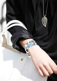 Leather wrist wrap