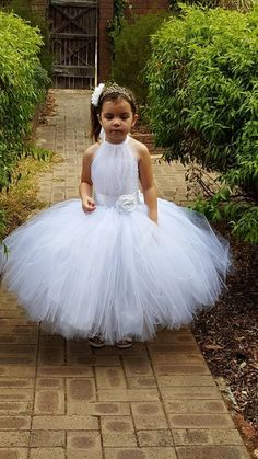 White Flower Girl Tutu Dress, White Tutu Flower Girl Dress, Can be made in different Color Girls Tutu Dresses, Gowns For Girls, Tutus For Girls, Diy Dress, Tulle Dress, White Tutu, White Dress, Flower Girl Tutu, Flower Girl Dresses