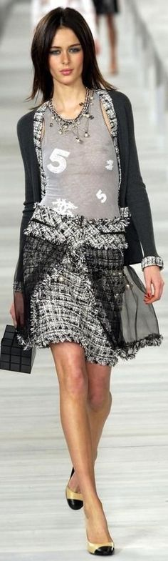 sensualidad sobria #fashion women Chanel #luxurydotcom