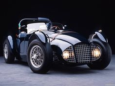 1951 Fitch-Whitmore Le Mans Special. Love the headlights behind the grill.
