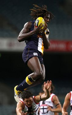 Nic Naitanui in a game between West Coast and St. Australian Football League, West Coast Eagles, National Games, Sports Fanatics, St Kilda, Sports Images, Western Australia, Rugby, Awesome Things
