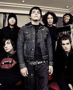 Gerard Way, Frank Iero, Ray Toro, Mikey Way, Bob. | My Chemical Romance