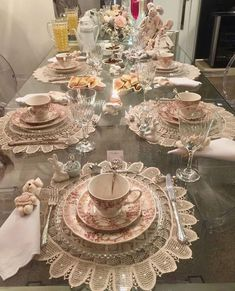 Steal healthy table setting and tablescape ideas for casual and formal entertaining. Table-S Tea Table Settings, Beautiful Table Settings, Christmas Table Settings, Afternoon Tea Tables, Easter Table, Easter Dinner, Elegant Table, Table Arrangements, Dining Room Table