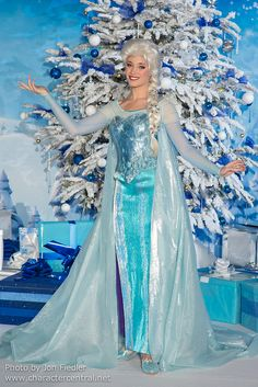 I swear, the Disney parks recreations of characters look so silly sometimes. They know they could of done a hell of a lot better on her hair and dress...